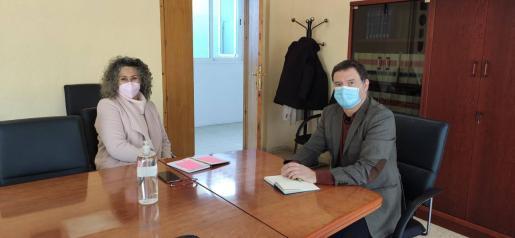 Verónica Juan y Enrique Sánchez, ayer, durante la reunión que mantuvieron.