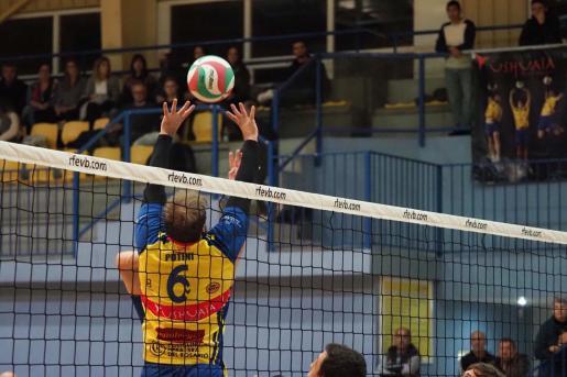 Una imagen de archivo de un partido de la UD Ibiza Ushuaïa Volley.