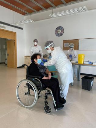 Antonia Ferrer Mari, de 86 años, ha sido vacuna este viernes.