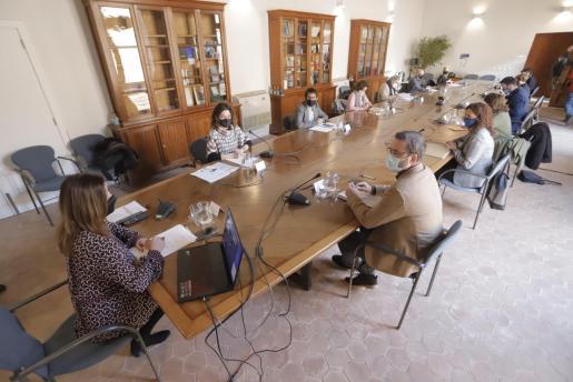 Imagen de la reunión de la comisión del Pacto para la reactivació de Balears en Ca n'Oleo.