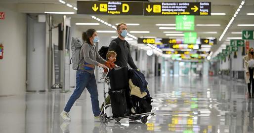Falta de actividad. Estos trabajadores tenían que comenzar a trabajar en aeropuertos durante la Semana Santa del año pasado. Sin embargo no se produjo su incorporación por el estallido de la pandemia. La empresa se acogió a un ERTE que afectó al 90 por ciento de la plantilla.