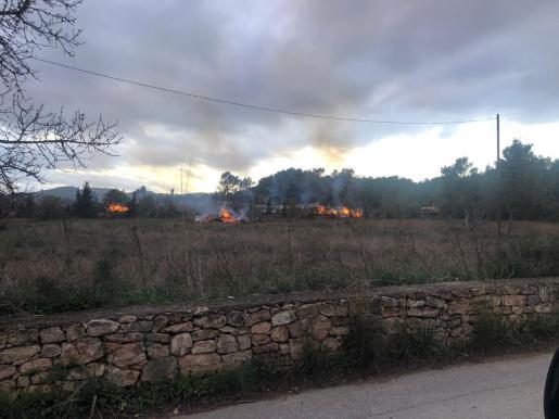 Según han señalado los testigos, las llamas alcanzaban unos 80 metros de altura.