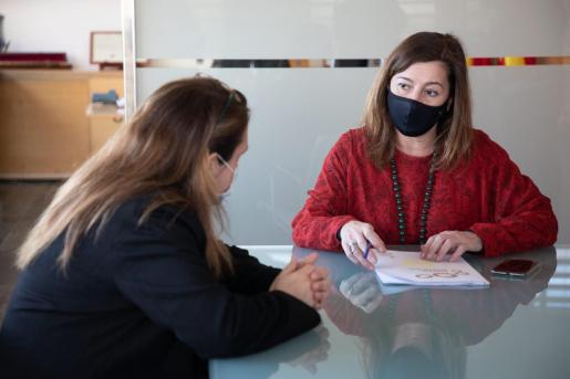 Francina Armegol durante la reunión que ha mantenido este lunes con los alcaldes de Menorca.