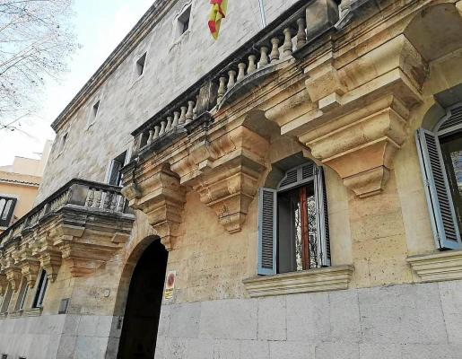 La Audiencia Provincial acogió ayer la primera sesión del juicio que continuará el viernes.