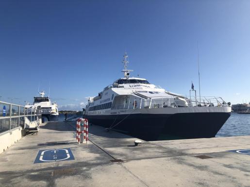 Las barcas viajan entre Ibiza y Formentera prácticamente vacías.