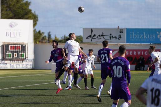 Un instante del partido entre la Peña y el Valladolid por la Copa del Rey.