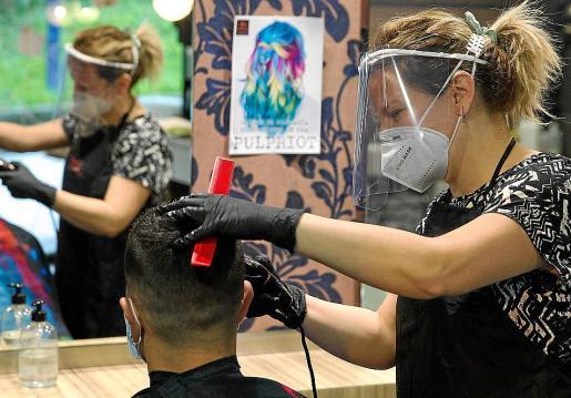 Las medidas de seguridad sanitaria han provocado un aumento de los costes de peluquerías y centros de estética que no han compensado con un incremento de ingresos.