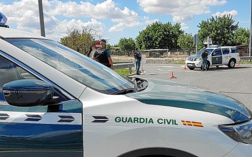 Imagen de un dispositivo de la Guardia Civil desplegado en Ibiza.