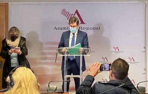 El consejero de Salud, Manuel Villegas, en la rueda de prensa.