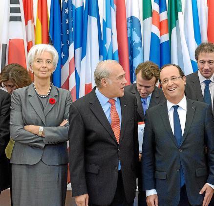 En primer plano, Lagarde (FMI), Gurría (OCDE) y Hollande.