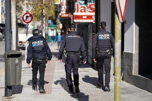 Agentes de la Policía Local de Ibiza y de la Policía Nacional.
