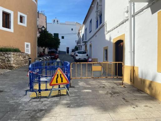 Tramo hundido de la calle Joan Roman, en Dalt Vila