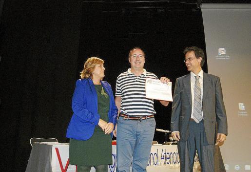 Santos Navarro (en el centro de la imagen), Esperanza Estaún, Laura Arroz y Nieves Riera ganaron el segundo premio.