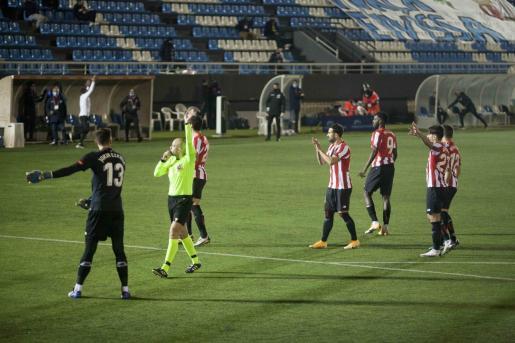 Instante en que el árbitro Pablo González Fuertes decide anular el gol de Kike López.