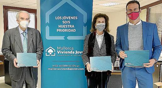 Javier Cabotá, impulsor del proyecto, junto a Carmen Planas y Jordi Mora.