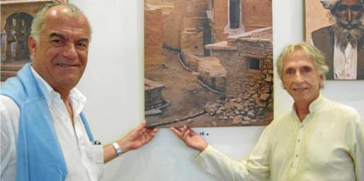 José Ribas, en la exposición Rjasthan 1974 de Carlos Martorell , en Ibiza.