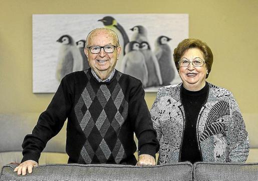 Joan Ribas Serra y Eulària Juan Tur, en una imagen de hace tres años en el interior del negocio que fundaron.