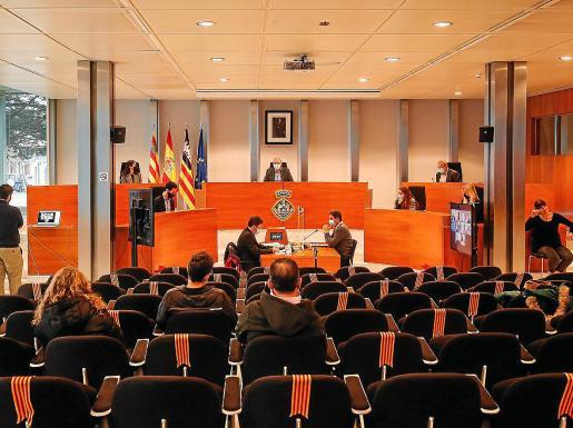 Imagen de uno de los últimos plenos celebrados en el Consell d'Eivissa.