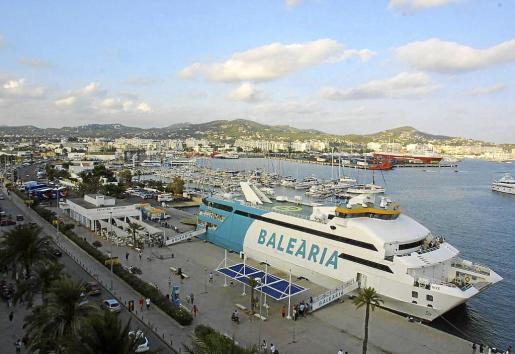 Imagen del buque Nixe atracado en la actual estación de Formentera.