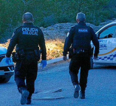 Agentes de la Policía Local de Vila, en Cas Mut.