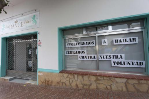 La academia Real Dance Palace de Santa Eulària lleva unos días cerrada y no sabe cuando volverá a abrir sus puertas.