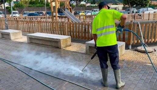 Tareas de limpieza del ayuntamiento de Sant Josep.