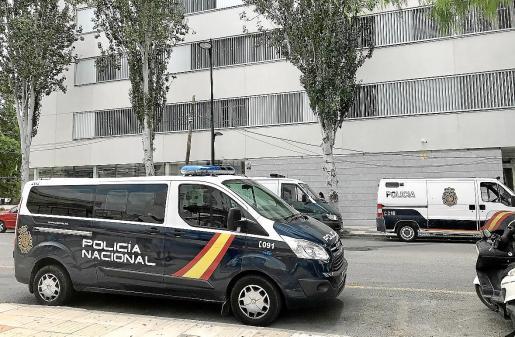 La Policía Nacional puso a disposición judicial a los dos jóvenes por un delito de allanamiento de morada.