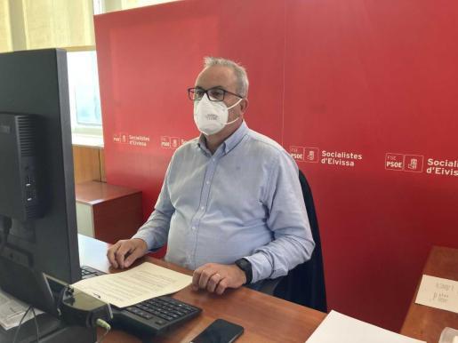 El portavoz del PSOE en el Consell, Vicent Torres, en rueda de prensa.