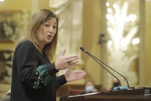 Francina Armengol, durante la primera de sus intervenciones, ayer, ante el Pleno.