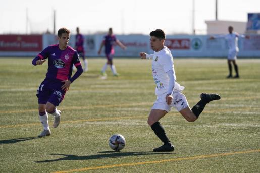 Una acción del partido entre la Peña y el Valladolid.