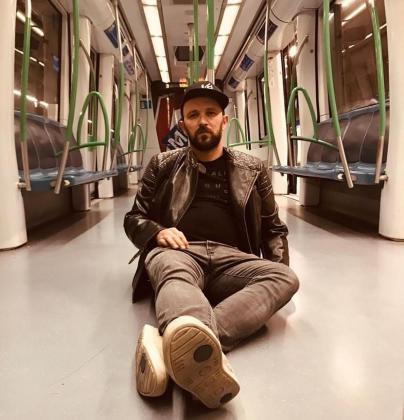 Joaquín Garli, en una imagen promocional, asegura que su disco es fruto de la evolución que ha vivido en estos últimos años, desde que alcanzara la fama por participar en el conocido programa de televisión 'La Voz'.