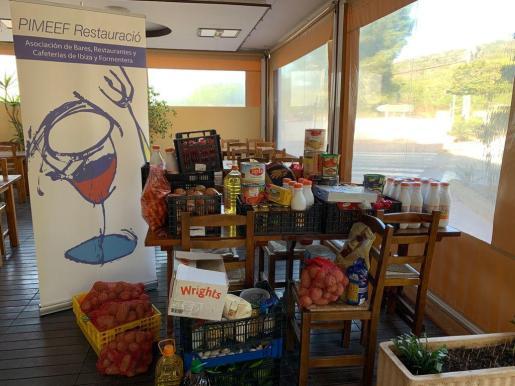 Pimeef recoge unos 200 kilos de comida para Cáritas en Sant Antoni.
