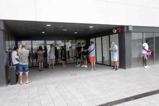 Colas en la oficina del SEPE en Ibiza.
