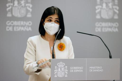 La nueva ministra de Sanidad, Carolina Darias, da un discurso durante la ceremonia de traspaso de la cartera celebrada en el Ministerio de Sanidad este miércoles.