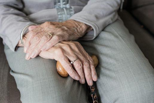 La terapia ocupacional consiste en un conjunto de estrategias, métodos y técnicas orientadas a mantener y mejorar la salud de los ancianos.