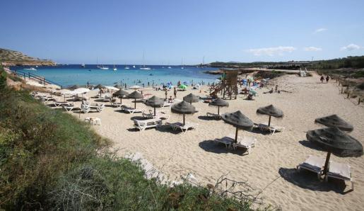 Una playa de la isla de Ibiza durante el pasado verano.