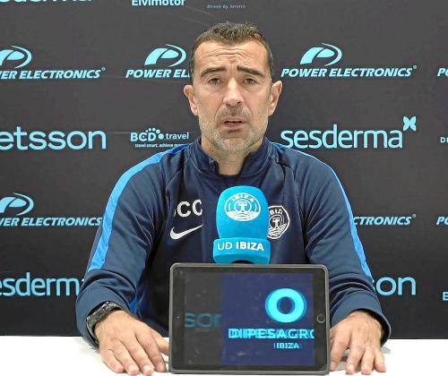 Juan Carlos Carcedo, durante la rueda de prensa que ofreció ayer en el estadio de Can Misses.