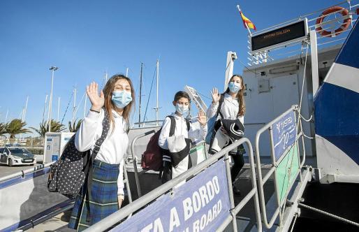 Los estudiantes ya han asimilado como rutina el ir en barco a Ibiza para poder asistir a clase. En la imagen, el viernes regresando a Formentera tras las clases.