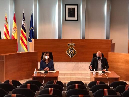 Francina Armengol y Vicent Marí, en el Consell de Ibiza.