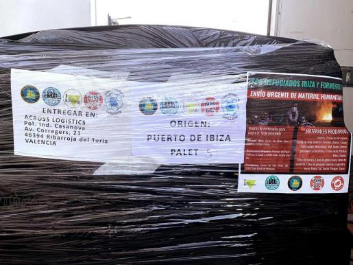 Uno de los cinco palés fletados hacia Atenas por Ibiza Conciencia.