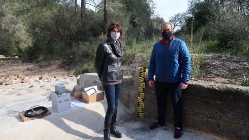 El conseller de Medio Ambiente y Territorio, Miquel Mir, y la directora general de Recursos Hídricos, Joana Garau.