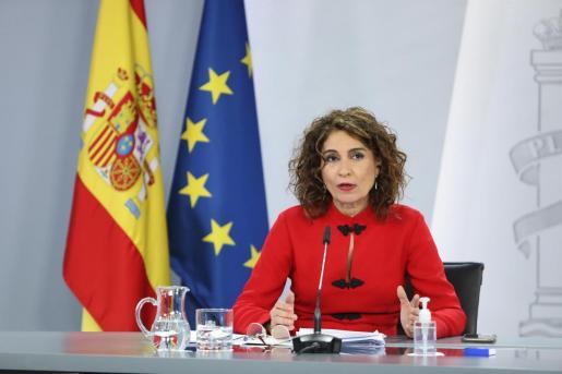 La portavoz del Gobierno y ministra de Hacienda, María Jesús Montero interviene durante la rueda de prensa posterior al Consejo de Ministros, en el Complejo de la Moncloa.