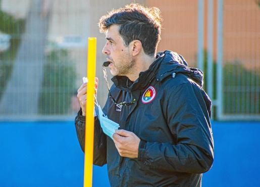 Alberto Gallego, durante una sesión de entrenamiento del CD Ibiza.