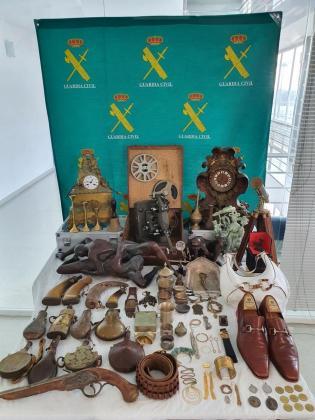Joyas y objetos de valor recuperados y expuestos en Can Sifre.