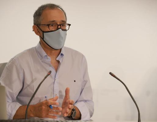 El portavoz del Comité Autonómico de Gestión de Enfermedades Infecciosas, Javier Arranz durante una comparecencia.