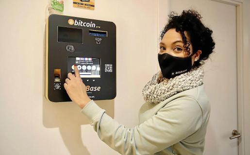 Cajero de BitBase a través del cual se compran bitcoins o se convierten en euros.