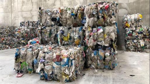 Residuos compactados en Formentera.