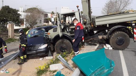 Así han quedado algunos de los vehículos implicados.