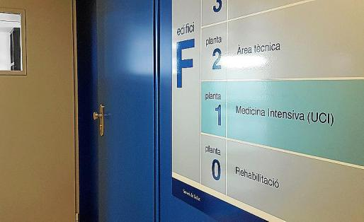 Entrada a la UCI del Hospital Can Misses.