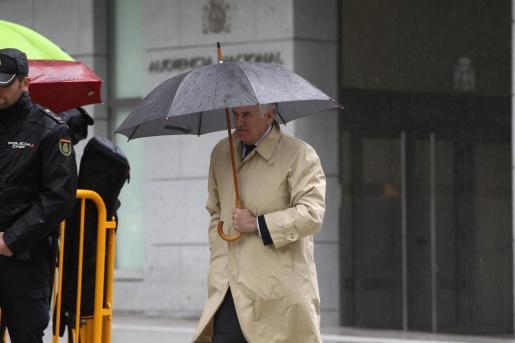 El extesorero del PP Luis Bárcenas llega a la Audiencia Nacional para saber si ingresa ya en prisión por Gürtel.